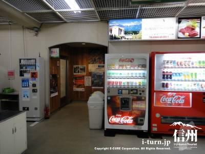 自動販売機がたくさんあります