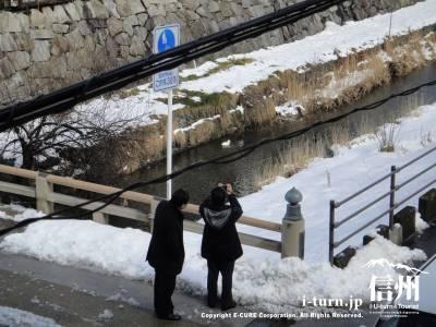 女鳥羽川の写真を撮る人も