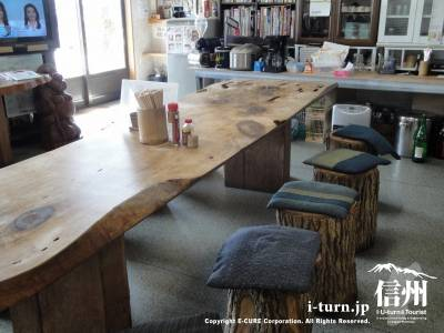 一枚板で重要なテーブル