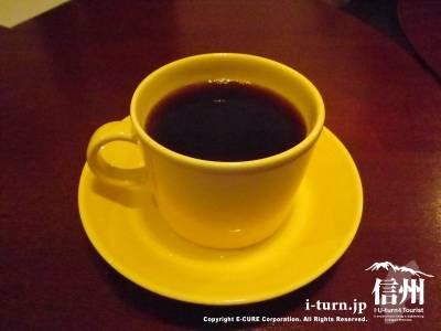 黄色のカップ