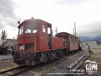 前方から見た機関車