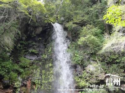 千ケ滝の滝壷Ⅲ滝を下らから眺める