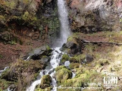 千ケ滝の滝壷(紅葉)Ⅱ秋の滝壺全景