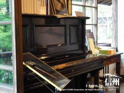 別荘内&カフェ(ピアノ)