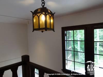 二階への階段と照明Ⅱ