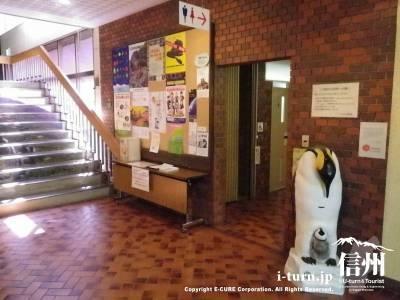 トイレ前のペンギン