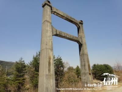 昔の橋梁の両端にあったやつ