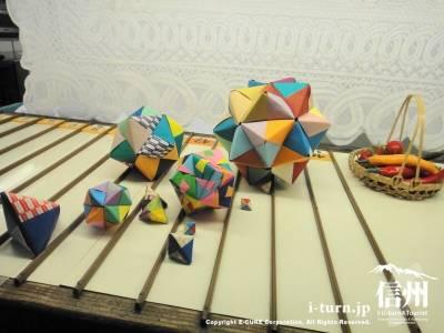 折り紙でできたボール