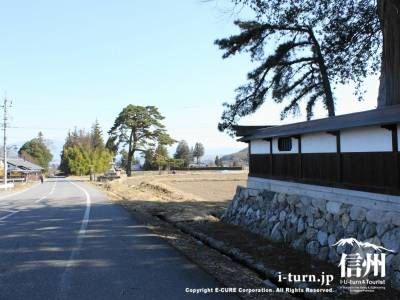 山口家前の道
