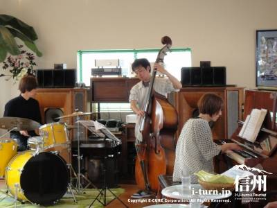 Toshiko(P)Trio