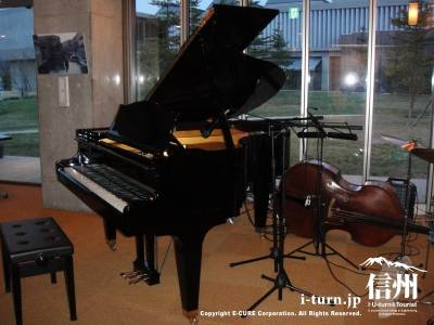 ピアノとベースとドラム