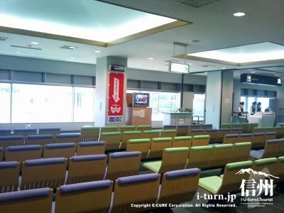 信州まつもと空港の待合ロビー