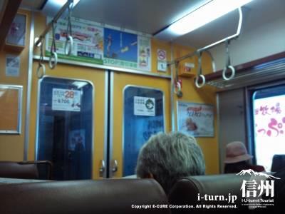 電車車内の風景