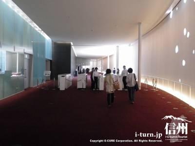 2階ホール入口