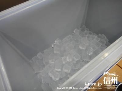 クーラーボックスに氷