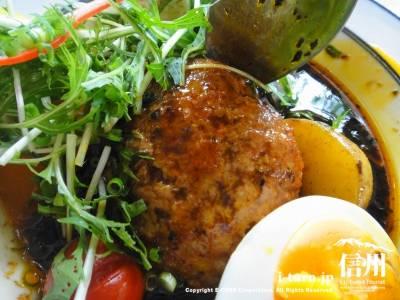 野菜の下からハンバーグ