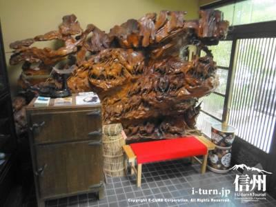 立派な木の彫刻