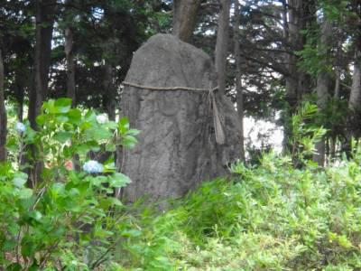 奉られている石1