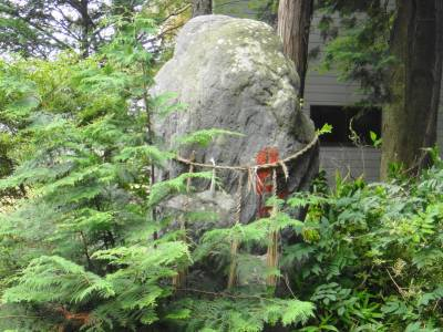 奉られている石2