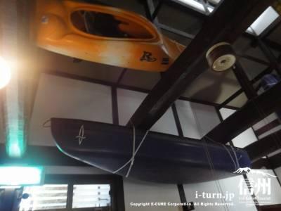 天井にカヤック