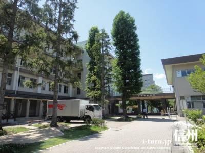 生協広場の方から見た全学教育機構棟