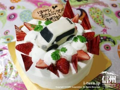 トヨタ「ノア」が乗ったオリジナルバースデーケーキ