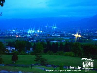 街に明かりが灯り始める