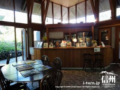 緑蔭茶論(Tea Salon)店内