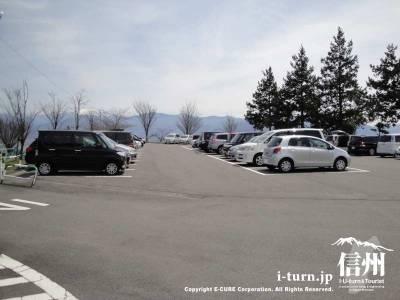 茶臼山動物の駐車場