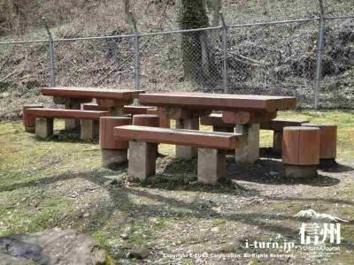 休憩用のベンチ