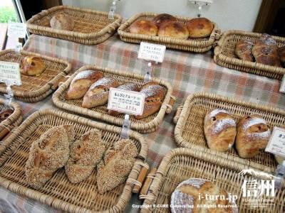 美味しそうなパンが並ぶ