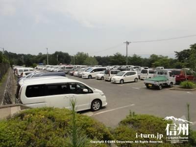 駐車場はかなり広い