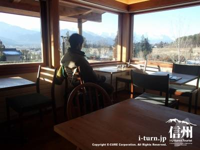 テーブルから席からの風景
