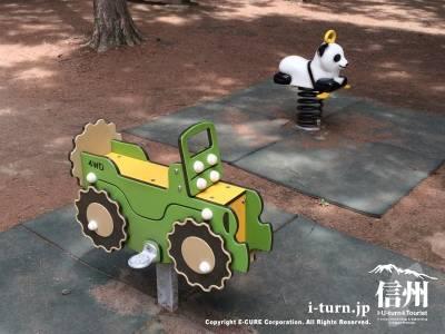 遊具紹介 車とパンダの乗り物