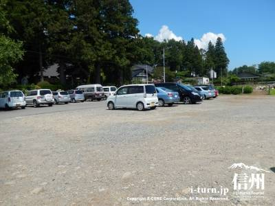 広い駐車場があります