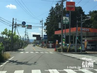 県道296号を「やまびこドーム入口」信号を右折しやまびこドーム方面へ