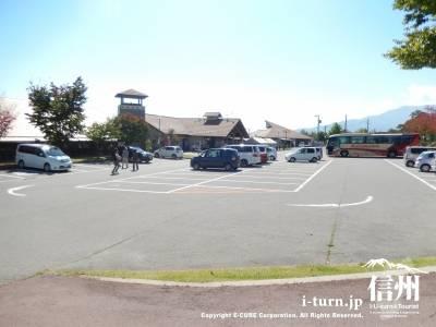 駐車場はかなり広いです