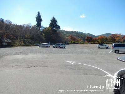 観光バス80台が駐車できるほどの広さ