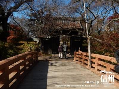 この橋はやはり桜の時期が良いですね