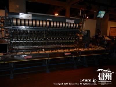 この大きな機械は自動繰糸機