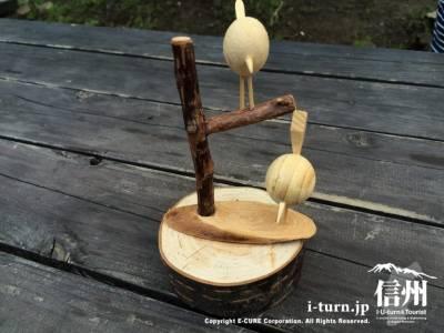 テーブルにはこんなに可愛い木工の飾り