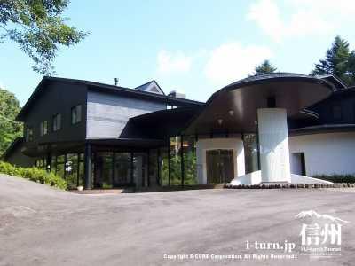 軽井沢現代美術館|国際的に高い評価を得た画家達の絵画|軽井沢町長倉