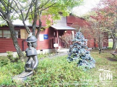 軽井沢タリヤセン ペイネ美術館とアントニン・レーモンド夏の家|軽井沢町塩沢湖