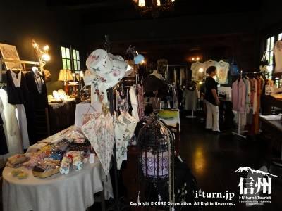 軽井沢レイクガーデンのショップFLORA|薔薇の愛好家達のオアシス|軽井沢町レイクニュータウン