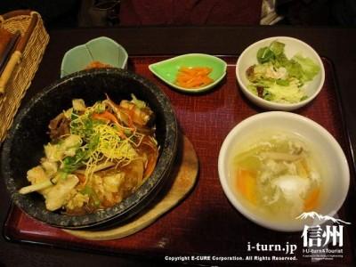 コリアン・ダイニング眞礼|韓国の家庭と伝統的な味100種|岡谷市長地