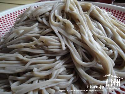 涌井せんたあ|量の多さに驚き、味も香りも良い蕎麦|中野市永江