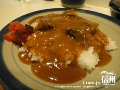 カレーの店デリー|松本の象徴的カレー店、40年間変わらぬ味|松本市中央
