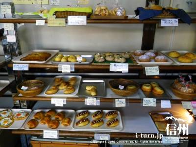 ポンヌフ|地元で長年親しまれている手造り天然酵母パンの店|松本市深志